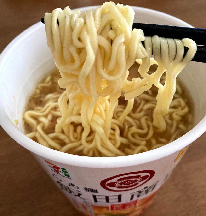 飯田商店×セブンイレブンのカップ麺【麺】